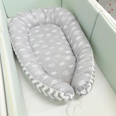 """Гнездышко-кокон для новорожденного """"Короны"""" (серые)"""