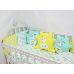 """Комплект в кроватку с бортиками-игрушками """"Котики"""" (мятно-желтый) byTwinz"""