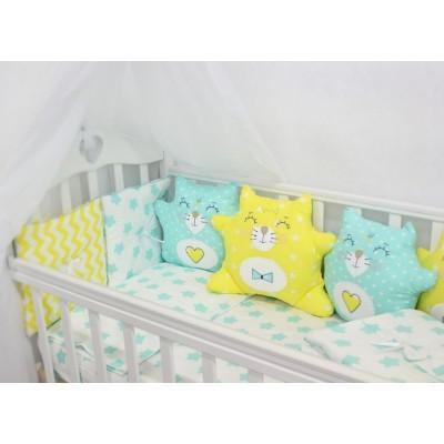 """Детский комплект в кроватку с бортиками-игрушками """"Котики"""" (мятно-желтый) byTwinz"""